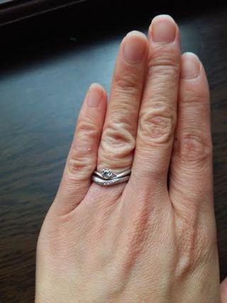 【TRECENTI(トレセンテ)の口コミ】 お花のデザインが非常に気に入りました! 結婚指輪とセットでかさねづけで…