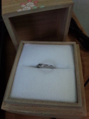 【Cafe Ring(カフェリング)の口コミ】 石の入った、V字のマリッジリングがよくてこの指輪にたどり着きました。い…