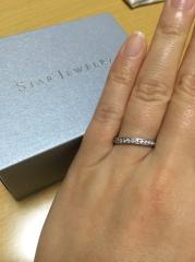 【スタージュエリー(STAR JEWELRY)の口コミ】 半周埋め込まれたダイヤモンドの輝きが本当に素敵で、それでいて変に主張も…