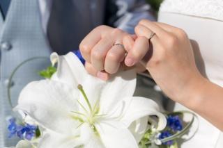 【アイプリモ(I-PRIMO)の口コミ】 婚約指輪と重ね付けをしたときに違和感がないものを選びました。また、結婚…