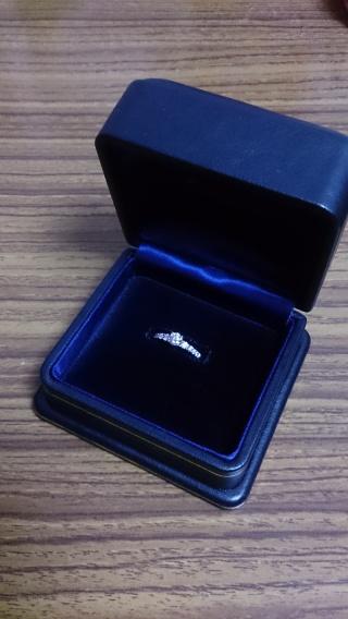 【ROYAL ASSCHER(ロイヤル・アッシャー)の口コミ】 ダイヤモンドの輝き方が全然違いました。他の指輪ブランドのお店にも数軒行…