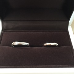 【アイプリモ(I-PRIMO)の口コミ】 私達は細めの指輪を希望していて何個か見せて頂きました。 その中でこちら…