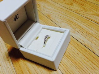【4℃(ヨンドシー)の口コミ】 婚約指輪は自分の好きなデザインが良かったので、プロポーズされてから一…