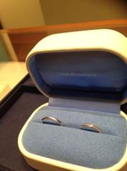 【銀座ダイヤモンドシライシの口コミ】 ゼクシィ相談カウンターで展示されていたもので、一番最初に試着し一目惚れ…