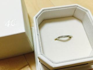 【4℃(ヨンドシー)の口コミ】 リングに緩やかなウェーブがあり、指輪を付けると自分のふっくらした短い…