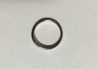 【4℃(ヨンドシー)の口コミ】 夫婦ともに普段使いが出来るシンプルな指輪を探していました。しかしただシ…