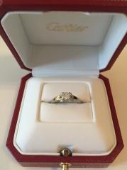 【カルティエ(Cartier)の口コミ】 様々なブランドを見て回りましたが、 カルティエの指輪はクラシックなデザ…