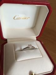 【カルティエ(Cartier)の口コミ】 あまり派手なのは好みでないのと、いろんなシーンで利用できるシンプルで…