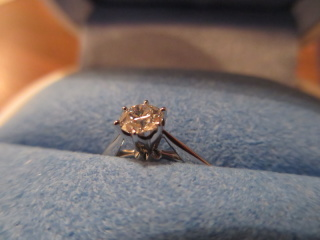 【銀座ダイヤモンドシライシの口コミ】 無駄のない、シンプルなデザインで、ダイヤの美しさが引き立ったことが最大…