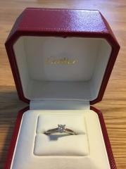 【カルティエ(Cartier)の口コミ】 重ね付けを考えていたのでシンプルな1粒ダイヤのデザインにすることは以前…