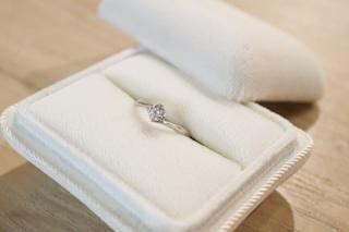 【ヴァンドーム青山(Vendome Aoyama)の口コミ】 上質なダイヤモンドが最も引き立つ、シンプルなデザインが気に入りました。…