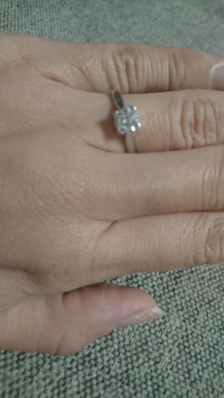 【ハリー・ウィンストン(Harry Winston)の口コミ】 婚約指輪と聞いて誰もが想像するような一粒石が理想だった。ティファニー…