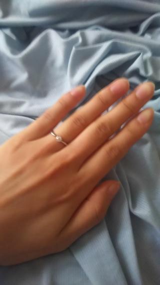 【4℃(ヨンドシー)の口コミ】 婚約指輪なのでダイヤが1粒ついているものが理想的でした。 以前から4℃…