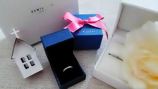 【組曲ジュエリーの口コミ】 シンプルで華奢なものを探していました。そして、婚約指輪と結婚指輪を重ね…