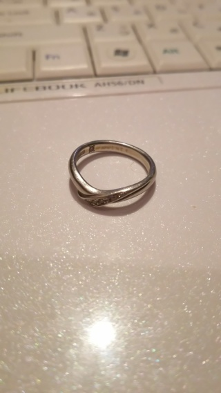 【アイプリモ(I-PRIMO)の口コミ】 婚約指輪と合わせてつけて綺麗な形のもので、お互いが気に入るデザインを探…