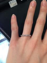 【ブルーリバー(BLUERIVER)の口コミ】 結婚指輪は毎日身に付ける物だから、石がたくさんついていて、人とは違っ…