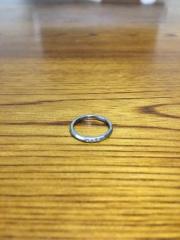 【アイプリモ(I-PRIMO)の口コミ】 細めの指輪を探していたところ、こちらの個性的なデザインの指輪にすぐに決…