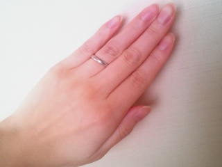 【イトイオリジナルの口コミ】 結婚指輪は常に着けていたいと思っていたので、飽きの来ないシンプルなデザ…