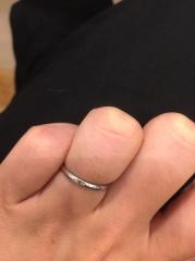 【Mariage(マリアージュ)の口コミ】 シンプルで使いやすい指輪を探し色々なお店を回りました。このリングは夫婦…