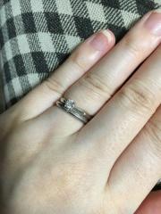 【AFFLUX(アフラックス)の口コミ】 盾詰めのシンプルなタイプの婚約指輪がほしくて探していました。婚約指輪の…