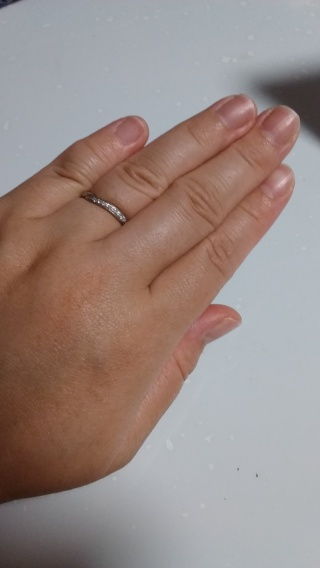 【COLANY(コラニー)の口コミ】 毎日着けるものなのでシンプルであまり強調しすぎないのがよくこの指輪はデ…