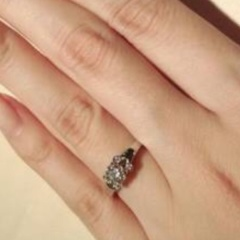 【カルティエ(Cartier)の口コミ】 試着したバレリーナは、指輪自体の重厚感、石の輝き、何と言ってもあのカル…