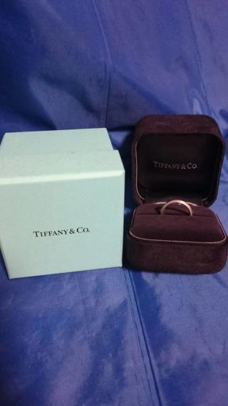 【ティファニー(Tiffany & Co.)の口コミ】 結婚指輪とはいえ、普通のリングは嫌だったので、あまり派手すぎずの周り…