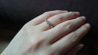 【エクセルコダイヤモンド(EXELCO DIAMOND)の口コミ】 この指輪のデザインが他にないのでそこが気に入って、購入しました。ミル打…