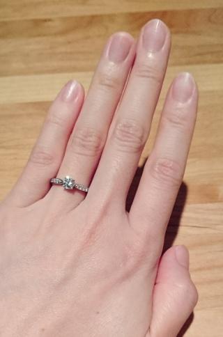 【ティファニー(Tiffany & Co.)の口コミ】 ダイヤモンドのセットの高さがひかえめで、着用時に引っかかりにくいデザ…