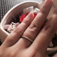 【ケイウノ ブライダル(K.UNO BRIDAL)の口コミ】 華奢なタイプの指輪が良かったのですが、ハーフエタニティとなるとどうし…