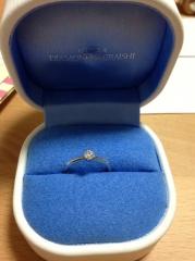 【銀座ダイヤモンドシライシの口コミ】 細身のリングで、ダイヤがより引き立つデザインなこと。そして、ダイヤのグ…