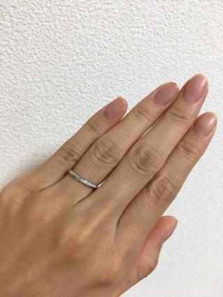 【Mariage(マリアージュ)の口コミ】 婚約指輪のカーブにあう結婚指輪を探していました。 婚約指輪は月のウサギ…