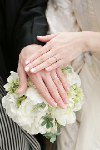 【4℃(ヨンドシー)の口コミ】 指が綺麗に見えるVラインの指輪を探していました。 ディズニーが好きなこ…