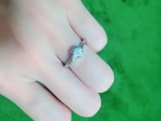 【銀座ダイヤモンドシライシの口コミ】 彼女と一緒に指輪を選びに行き、彼女がデザインに一目惚れしたので決めま…