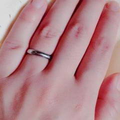 【4℃(ヨンドシー)の口コミ】 主人も私も結婚指輪は長く毎日付ける物だから日常生活の邪魔にならないリ…
