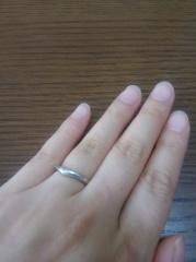 【ブルガリ(BVLGARI)の口コミ】 色々結婚指輪をみましたが、指を曲げたときに違和感を感じさせないのはこれ…