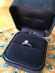 【ティファニー(Tiffany & Co.)の口コミ】 どうしてもスクエアの指輪が欲しかったのでカルティエと悩みましたが、テ…
