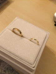 【AFFLUX(アフラックス)の口コミ】 結婚指輪で、常につけるつもりでしたので石は要らず、凝ったデザインのもの…