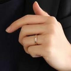 【銀座ダイヤモンドシライシの口コミ】 大きいストーンどころか、むしろ指輪なんて3coinズでいいのでは、結婚…
