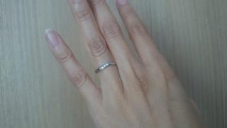 【アイプリモ(I-PRIMO)の口コミ】 付けてみて自分の指の太さと合っていると感じたのでこれに決めました。斜め…