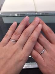 【AFFLUX(アフラックス)の口コミ】 婚約指輪は彼の祖母からの頂き物で、変わったデザインの為、重ねづけができ…