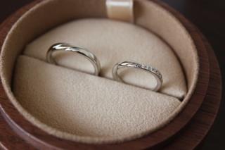【COLANY(コラニー)の口コミ】 婚約指輪と同じブランドのCOLANYにしました!婚約指輪の着け心地を知って…