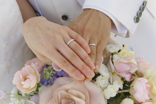【宝寿堂(ほうじゅどう)の口コミ】 市価の半額程度の卸価格で販売されているお店ということを聞き、婚約指輪…