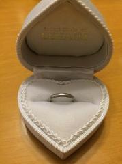 【LEHAIM(レハイム)の口コミ】 指が長くスラッとしていないため婚約指輪と重ねてつけたくシンプルな物をと…