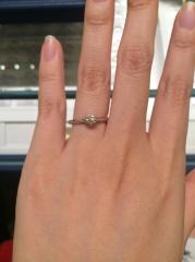 【銀座ダイヤモンドシライシの口コミ】 シンプルで綺麗な婚約指輪でした。 店員さん曰く、「お客様の意見を反映さ…