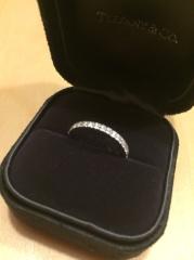 【ティファニー(Tiffany & Co.)の口コミ】 結婚指輪と重ねてつけられる指輪ん探していて、ハーフエタニティにたどり…