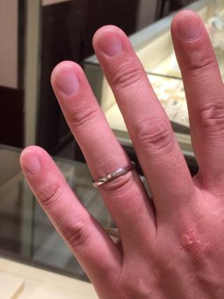 【AFFLUX(アフラックス)の口コミ】 結婚指輪は男性用となるととことんシンプルか女性に合わせた無難なデザイ…