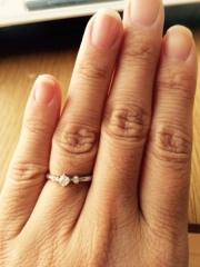 【組曲ジュエリーの口コミ】 ひとめぼれです。 デザインが理想通り。ダイヤは、必須だったのですが、な…
