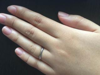 【SCARABE(スカラベ)の口コミ】 とにかくシンプルで安い結婚指輪を探していました。探してみるとダイヤなど…