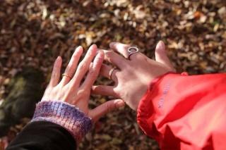 【Cayof(カヨフ)の口コミ】 結婚指輪はふたつの素材が一本のリングになっていてメンズは太めで落ち着…